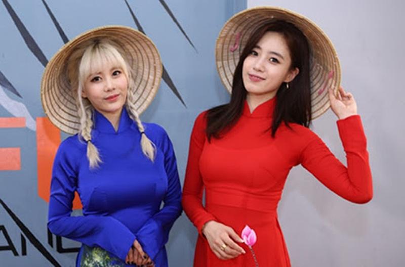 """""""Thần Vệ nữ béo xứ Hàn"""" diện áo dài Việt Nam nhảy sexy để lộ nội y sau lớp vải mỏng - 6"""