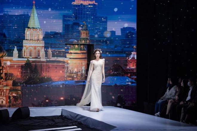 Tái xuất sàn catwalk, Á hậu Huyền My gây thương nhớ với váy công chúa gợi cảm - 10
