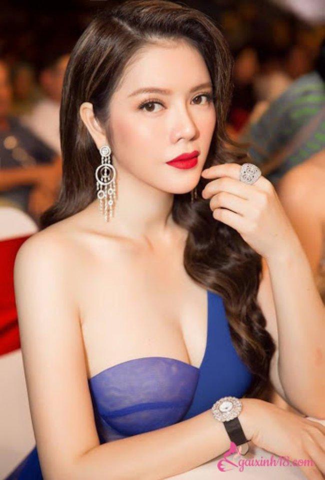 Ngoài việc là một nghệ sĩ tài năng, xinh đẹp, Lý Nhã Kỳ còn được mệnh danh là một nữ đại gia trong showbiz Việt, sở hữu khối tài sản kếch xù.