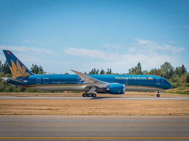 Dịch COVID-19: Tạm dừng các chuyến bay thương mại từ nước ngoài - 1