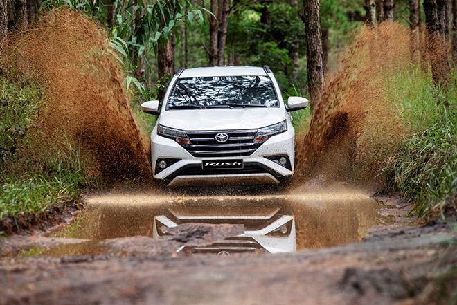 Mua xe Toyota - vui nhận quà trong tháng 12 - 1