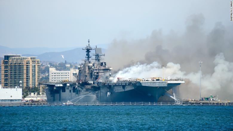 Số phận siêu tàu chiến trị giá tỉ USD của hải quân Mỹ sau vụ hỏa hoạn tồi tệ nhất lịch sử - 1