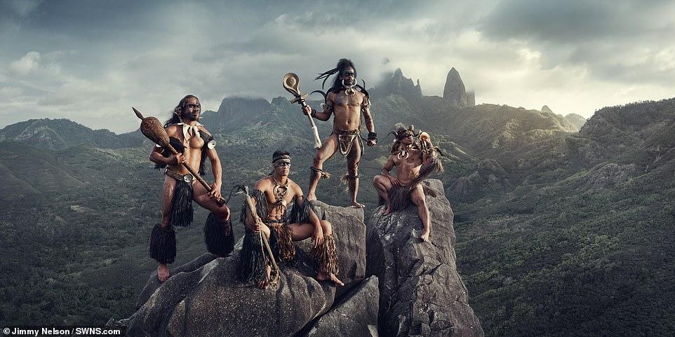 Chùm ảnh ấn tượng về bộ lạc sống tách biệt nhất thế giới ở Thái Bình Dương - 1