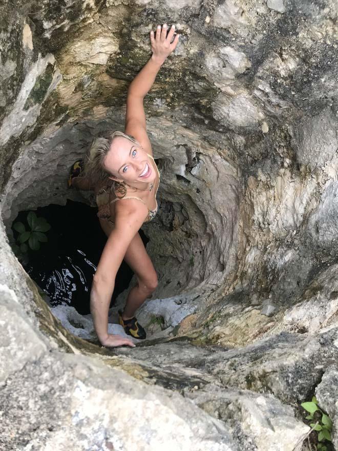 Người đẹp quyến rũ nhất thể thao: Bouchard khoe bikini, hot girl leo núi quá nóng bỏng - 1