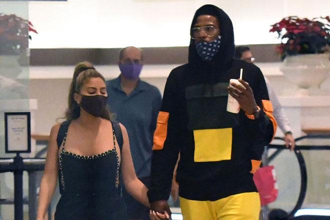 Người đẹp 46 tuổi dan díu với sao NBA kém tới 22 tuổi và đã có vợ - 1