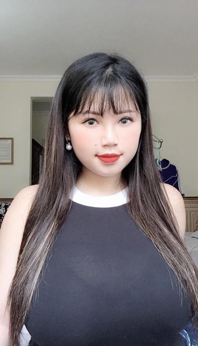 Nổi tiếng từ năm 2017 khi sở hữu vòng một quá khổ, lên tới 110cm, Võ Thị Thu Trang (sinh năm 2000, quê Hải Dương) cho đến giờ vẫn thu hút sự chú ý mỗi khi xuất hiện.
