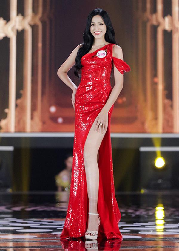 Tân hoa hậu Đỗ Thị Hà khoe chân dài miên man đọ sắc cùng Lương Thùy Linh, thân hình gầy gò gây chú ý - 1
