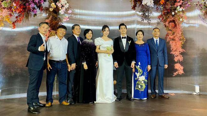 2 ca sĩ dự đám cưới hơn 100 mâm cỗ của Công Phượng ở Nghệ An là ai? - 1