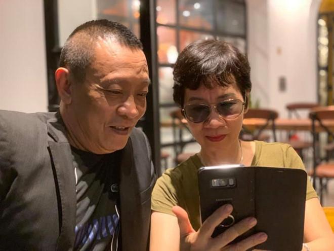"""Bà xã kín tiếng của MC Lại Văn Sâm lộ ảnh mới: Dân mạng bình luận khiến con trai """"đứng hình"""" - 2"""