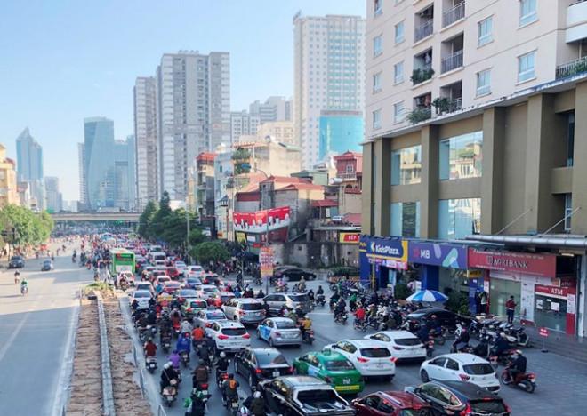 """Cận cảnh cao ốc """"nhấn chìm"""" con đường BT Hà Nội - 1"""