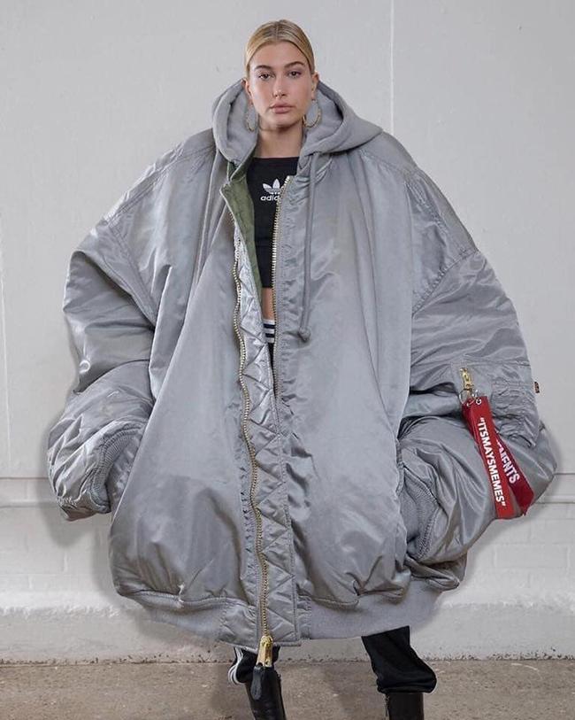 Trời lạnh thế này cứ phải mặc kiểu này mới ấm được.