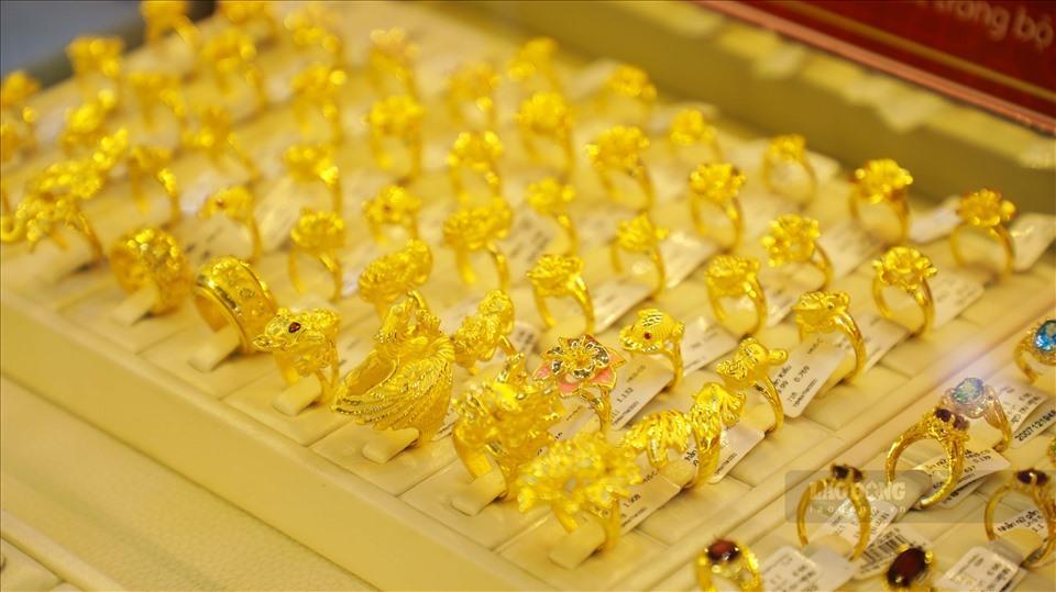 Giá vàng hôm nay 5/12: Được giá, dân buôn bán tháo, vàng ngừng đà tăng - 1