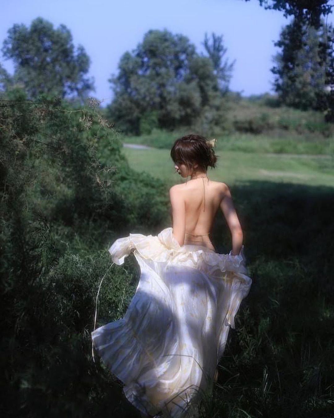 Người mẫu Chiết Giang buông áo bên hồ đẹp như tranh - 2