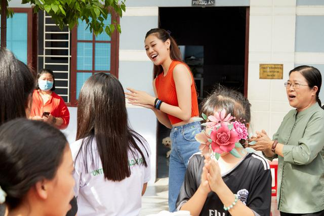 """Tròn một năm đăng quang, Khánh Vân bật mí kế hoạch """"tấn công"""" đấu trường nhan sắc thế giới - 1"""