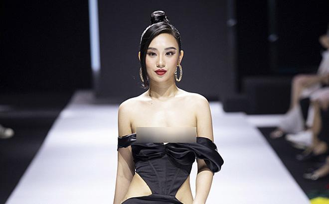 Stylist, NTK phản hồi về việc hoa hậu Hà thành lộ ngực trên sàn diễn - 1