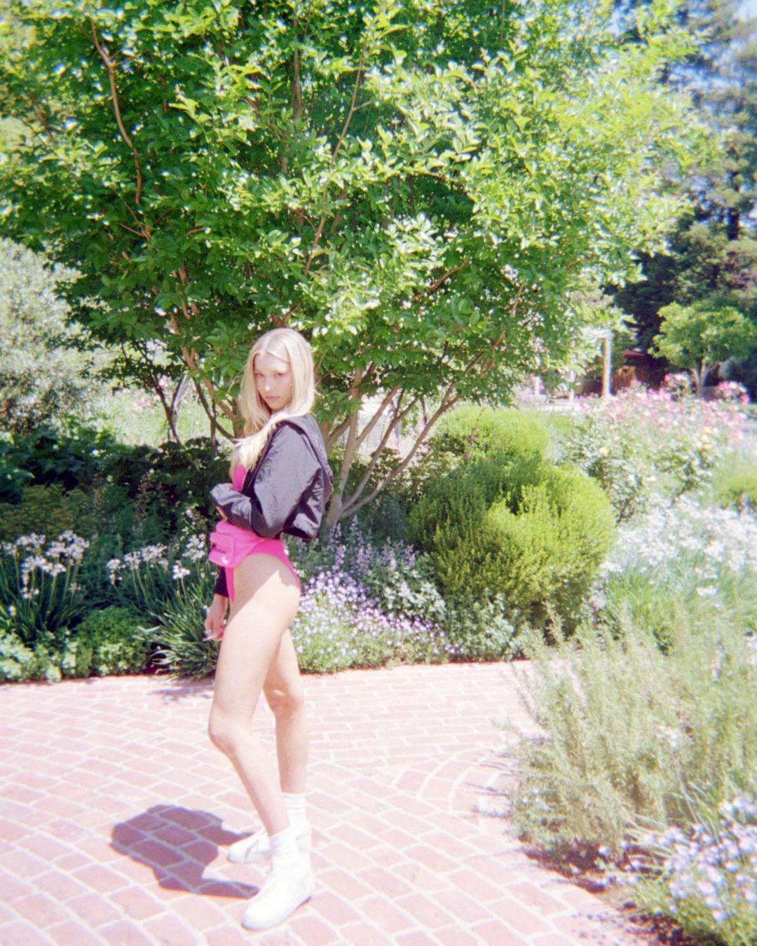 Con gái tuổi thiếu nữ của Steve Jobs lần đầu làm mẫu quá xinh đẹp, khuấy đảo mạng xã hội - 6