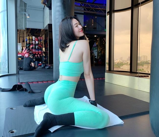 """Một người đẹp khác cũng từng gặp ý kiến trái chiều với trang phục tập trong năm 2020là """"nữ hoàng phòng gym"""" Khánh My."""