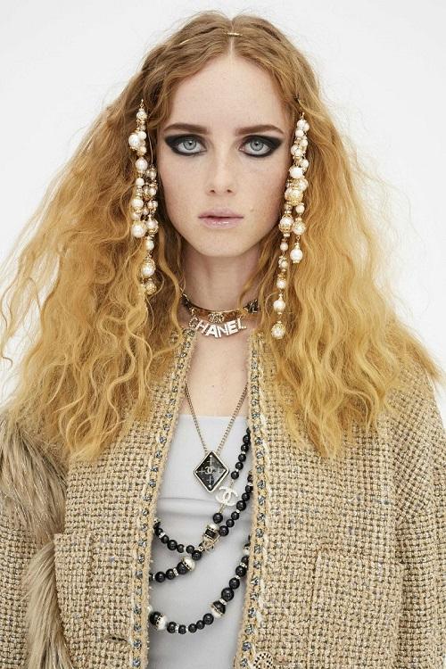 BST Métiers d'art 2021 của Chanel kết hợp hiện đại và cổ tích đẹp tuyệt đỉnh - 1