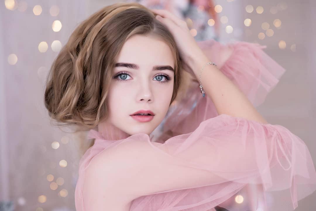 """Mẫu nhí Belarus là """"bé gái xinh nhất thế giới"""" năm 9 tuổi giờ đây đẹp tựa giấc mơ - 1"""