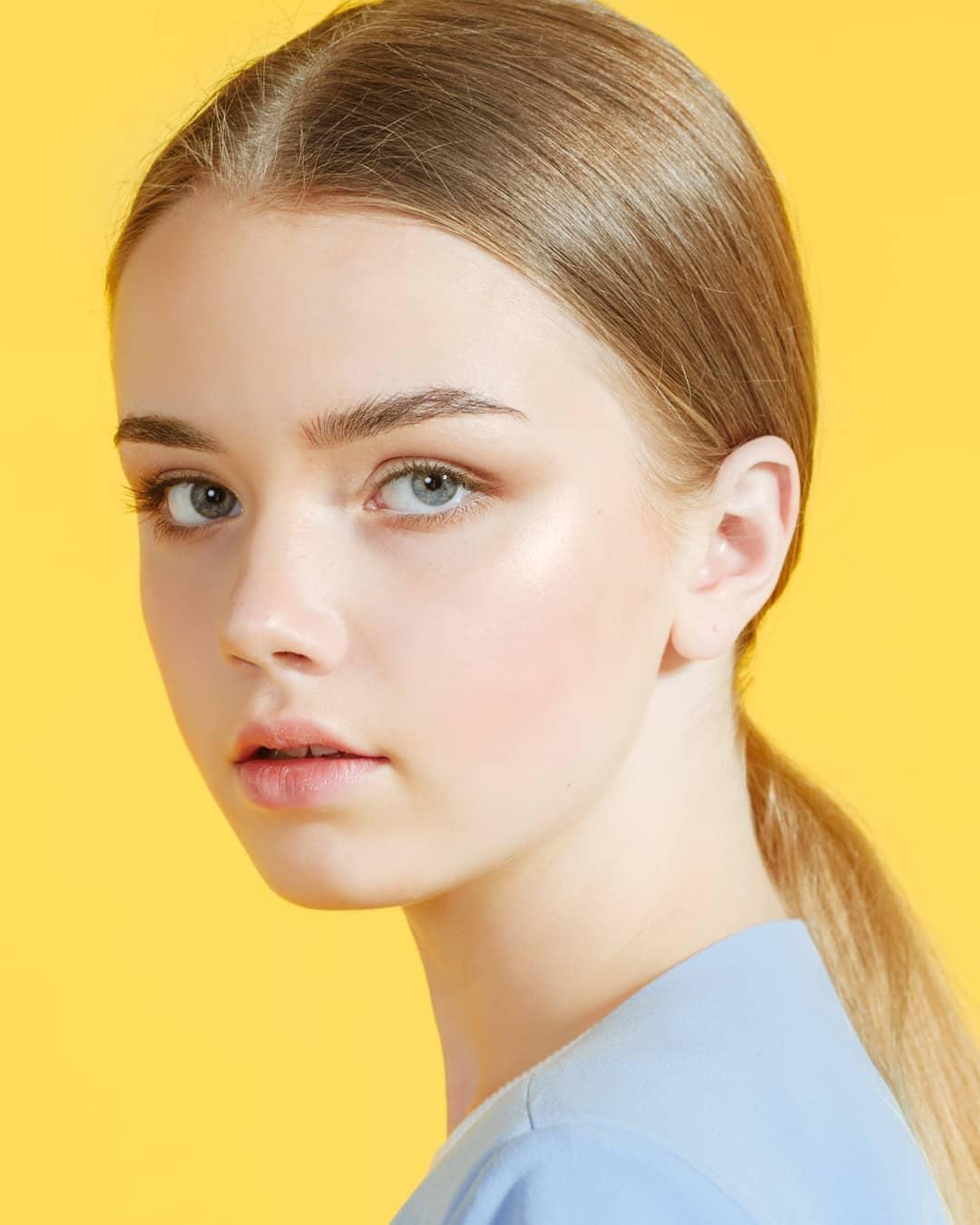 """Mẫu nhí Belarus là """"bé gái xinh nhất thế giới"""" năm 9 tuổi giờ đây đẹp tựa giấc mơ - 6"""