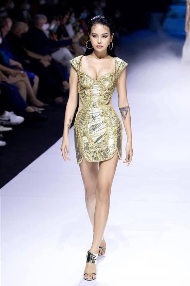 Thuỳ Trâm được biết tới là người mẫu Next Top sở hữu hình thể gợi cảm.