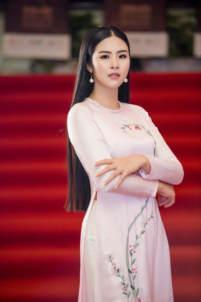 """Ngọc Hân đăng quang ngôi vị cao nhất tại cuộc thi """"Hoa hậu Việt Nam 2010""""."""