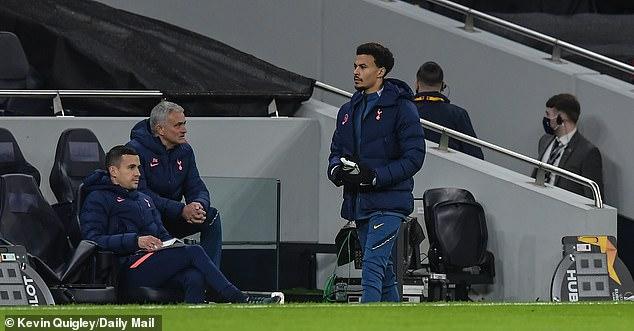 SAO Tottenham tức tối vì không được vào sân, Mourinho lạnh lùng đáp trả - 1