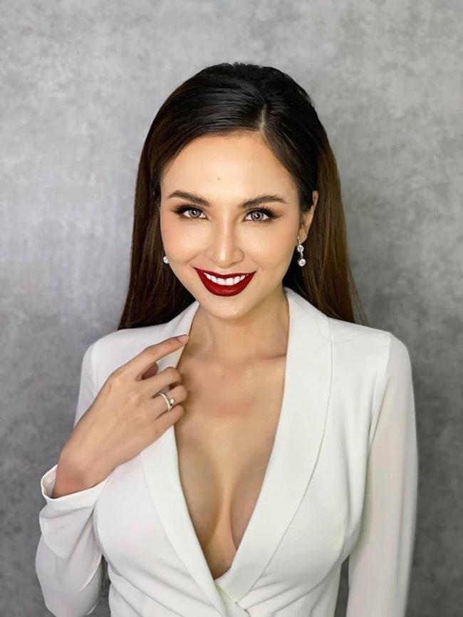 Diễm Hương đăng quang Hoa hậu Thế giới người Việt 2010 khi còn trẻ tuổi.