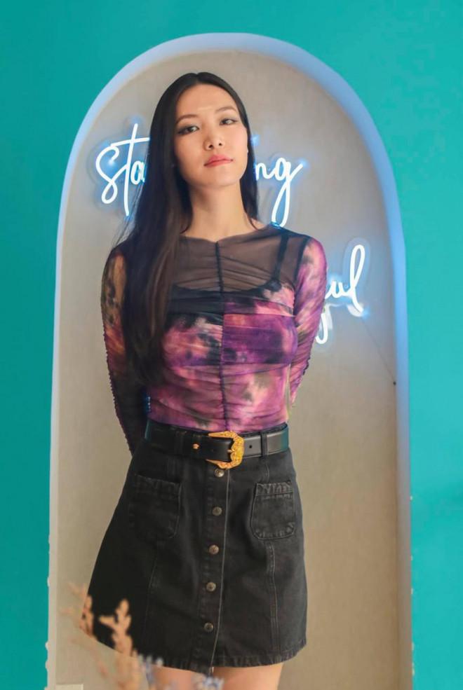 Hoa hậu Thuỳ Dung tái xuất xinh đẹp, Lương Thuỳ Linh diện áo dài đính kết lạ mắt - 1