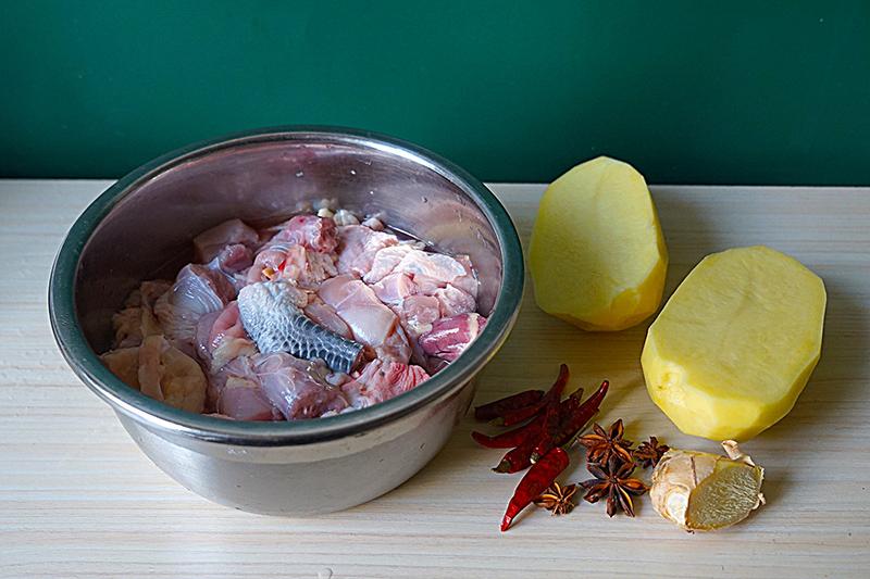 """Ăn """"thủng nồi trôi rế"""" với cách làm thịt gà hầm khoai tây siêu dễ siêu ngon này - 2"""