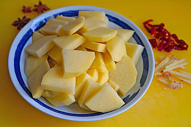 """Ăn """"thủng nồi trôi rế"""" với cách làm thịt gà hầm khoai tây siêu dễ siêu ngon này - 3"""