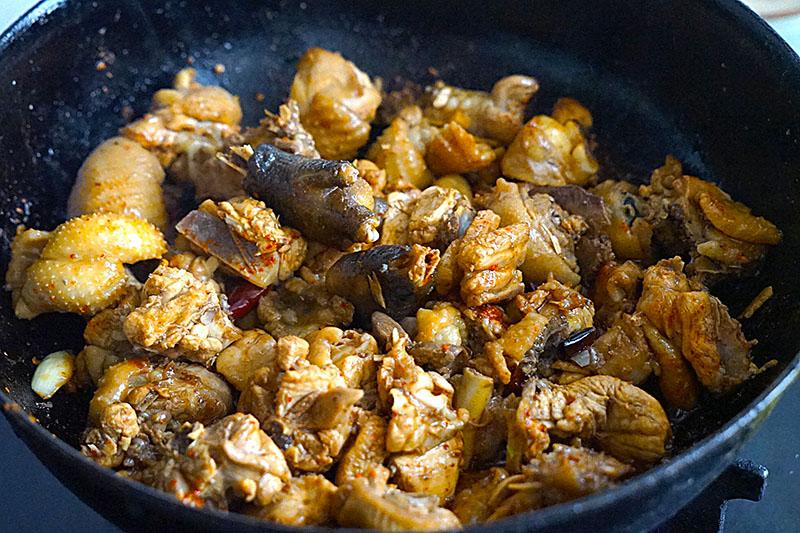 """Ăn """"thủng nồi trôi rế"""" với cách làm thịt gà hầm khoai tây siêu dễ siêu ngon này - 7"""