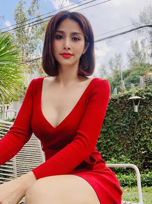 Gia tài phim ảnh của vợ cũ Phan Thanh Bình có nhiều tác phẩm có những cảnh quay nhạy cảm, nóng mặt.