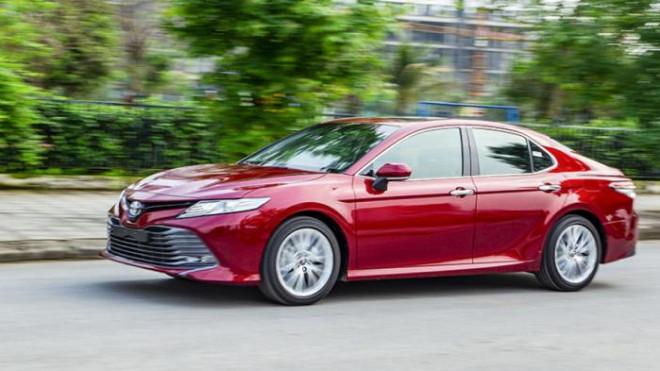 Không được giảm phí trước bạ, Toyota Camry vẫn bán chạy - 1