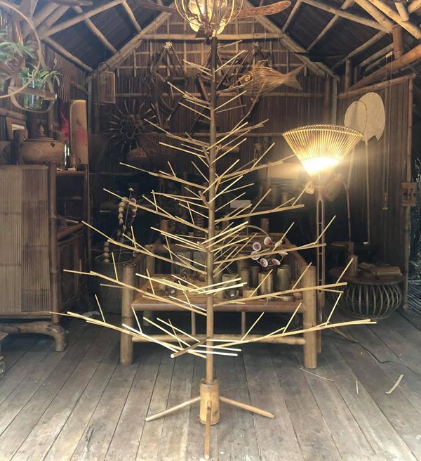 Cây thông Noel không có nổi một chiếc lá, giá cả triệu đồng vẫn có người mua - 1