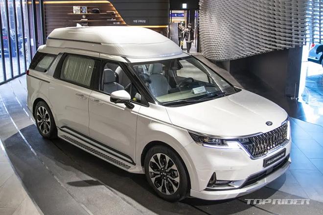 Ảnh thực tế Kia Sedona Hi Limousine 2021, giá từ 1,2 tỷ đồng - 1