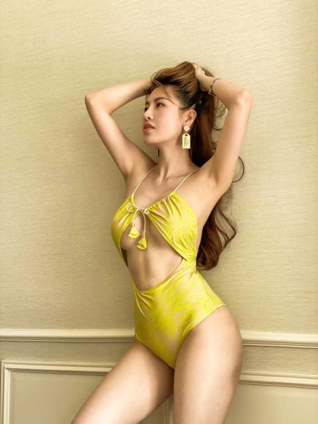 Dù chỉnh sửa nhiều nhưng cô vẫn có vẻ đẹp tự nhiên không hề giả trân và một thân hình phồn thực.