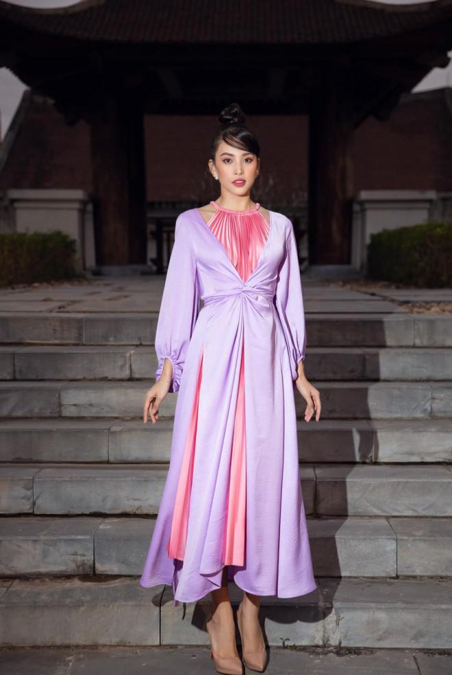 Tiểu Vy, Đỗ Mỹ Linh cùng dàn hậu mặc váy yếm quyến rũ giữa tiết trời lạnh giá - 1