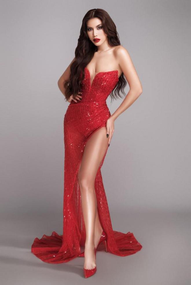 Hoàng Thuỳ diện váy lông vũ khoe vai trần sexy, Minh Tú nóng bỏng với style 'drag queen' - 4