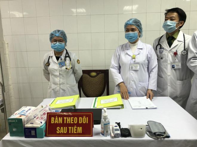 CLIP: Phó Thủ tướng Vũ Đức Đam trò chuyện với 3 người tình nguyện đầu tiên tiêm vắc-xin Covid-19 - 4