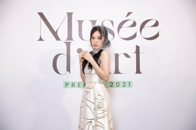 Cô giáo Midu xinh đẹp như tiên nữ trên thảm đỏ thời trang của NTK Trần Hùng - 3