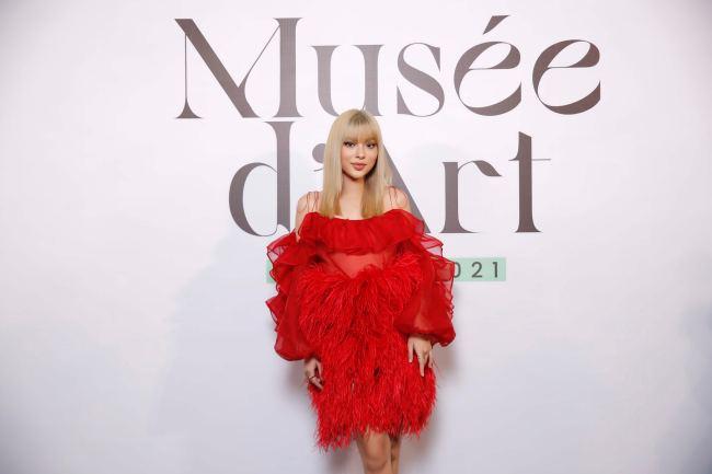 Cô giáo Midu xinh đẹp như tiên nữ trên thảm đỏ thời trang của NTK Trần Hùng - 7