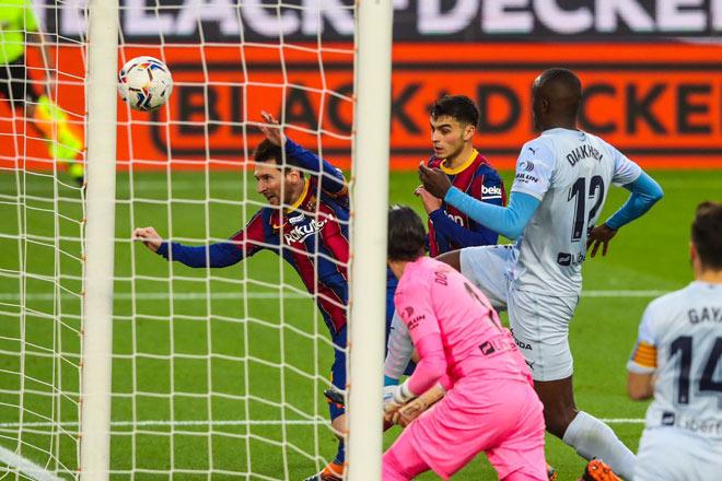 Video Barcelona - Valencia: Messi sửa sai, tai họa khó ngờ - 3