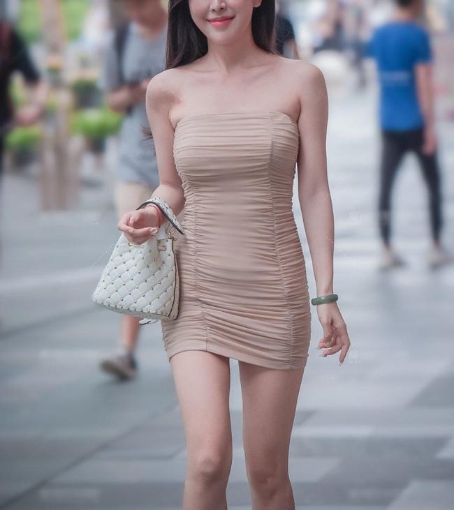 """Thời trang là lĩnh vực của những điều tưởng chừng không thể nhưng khả dĩ bởi vậy người ta mới thấy sự ra đời của những kiểu mốt bị xem là """"bất thường""""."""