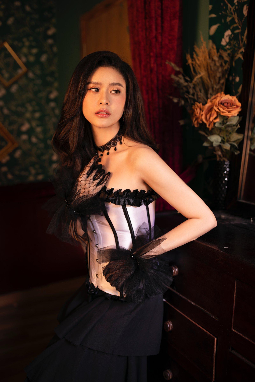 Trương Quỳnh Anh tung bộ ảnh khoe vai trần quyến rũ đón năm mới - 9