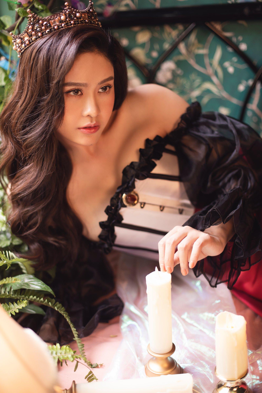 Trương Quỳnh Anh tung bộ ảnh khoe vai trần quyến rũ đón năm mới - 4