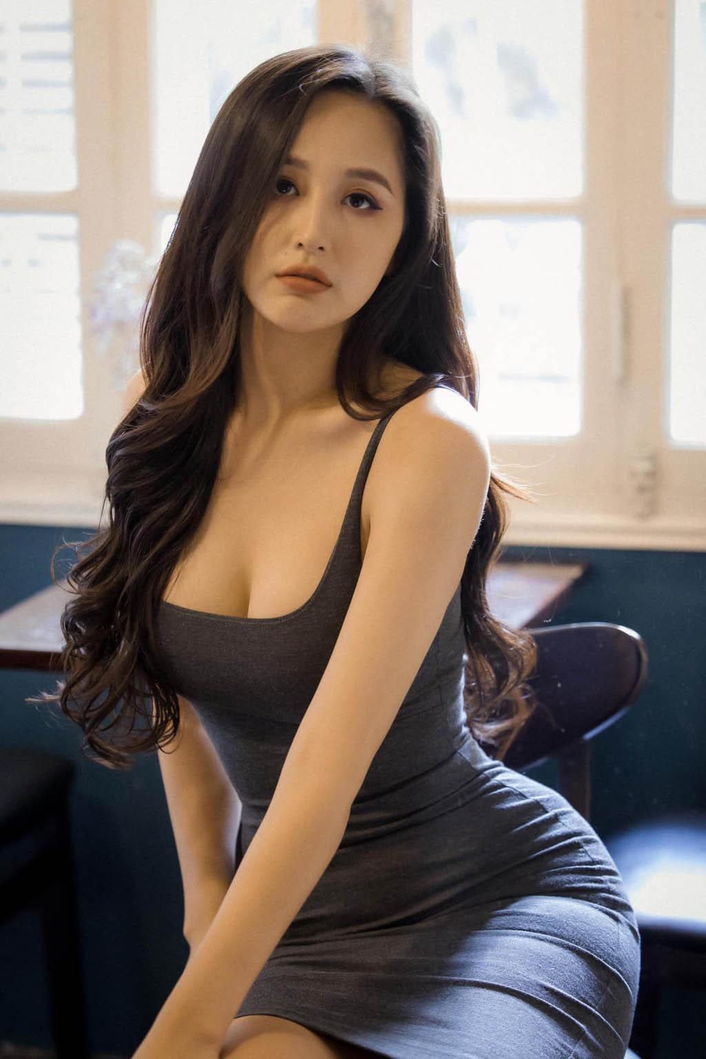 """Mai Phương Thúy bị chê ăn vận hở hang khi """"ra mắt"""" phụ huynh Noo Phước Thịnh - 4"""