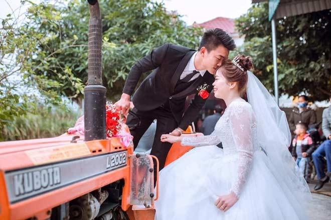 """Nhà sẵn máy cày, thanh niên Nghệ An lái đi rước dâu khiến quan khách chạy theo """"mệt nghỉ"""" - 1"""