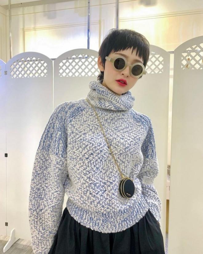 Học ngay Linh Ngọc Đàm và loạt mỹ nhân Việt cách diện đồ Đông vừa ấm lại vừa thời trang - 1