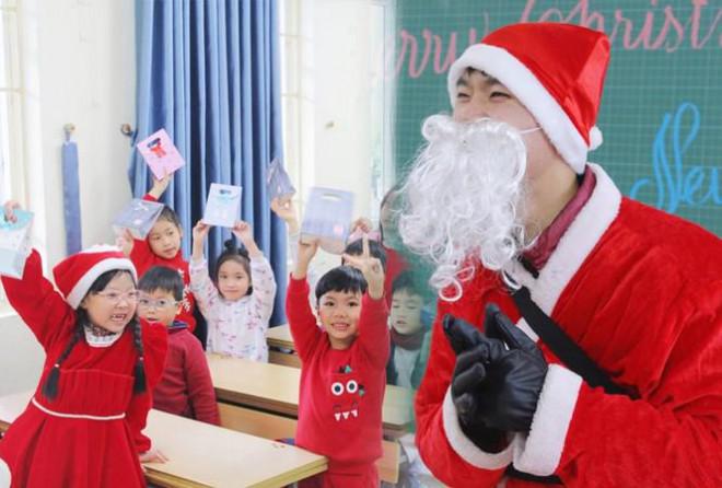 """Một ngày bận rộn của """"ông già Noel"""" 9x tại Hà Nội - 1"""